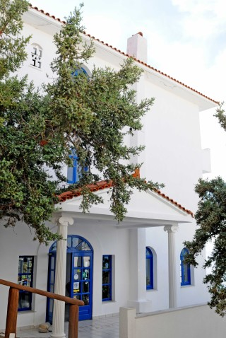 facilities daidalos hotel entrance