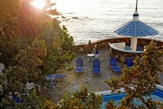 location daidalos hotel ikaria