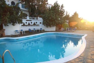 location daidalos hotel pool sunset